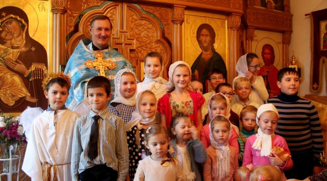 Дети поздравили прихожан храма с праздником Днем Матери